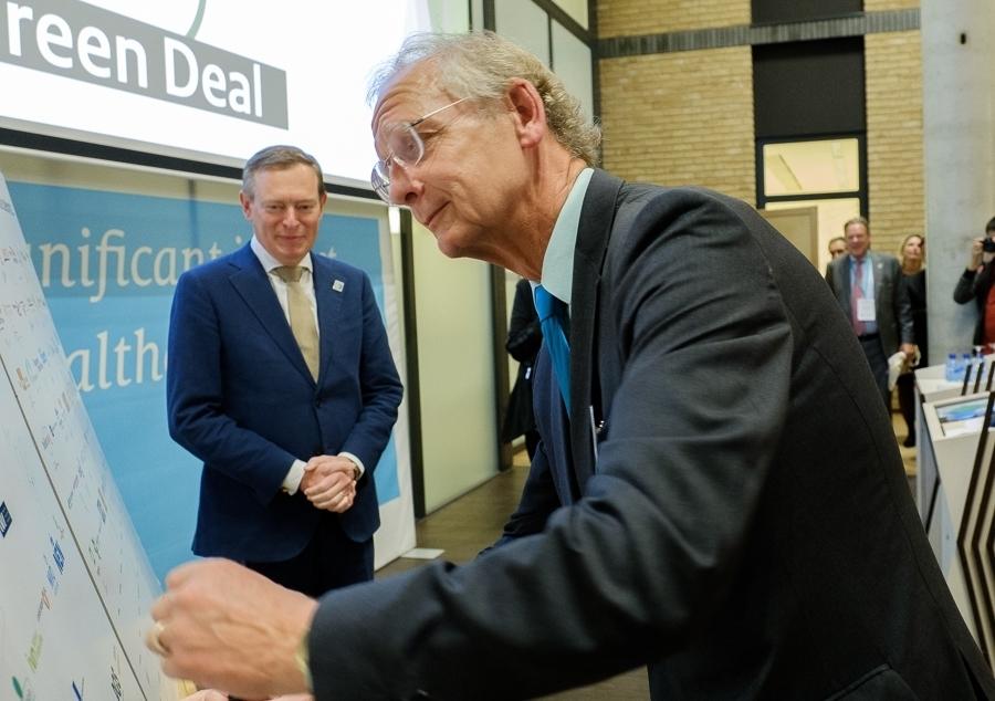 Vincent Buitendijk ondertekent de Green Deal